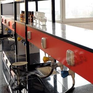 شلف میز وسط آزمایشگاه